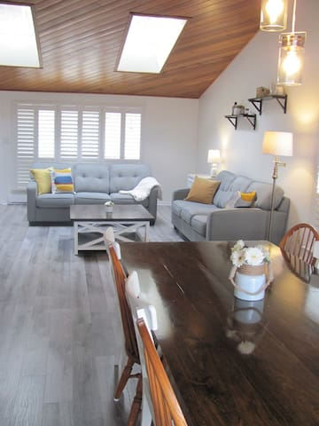 A perfect space for family vacations or a couples' weekend. Lots of space to hang out and relax!