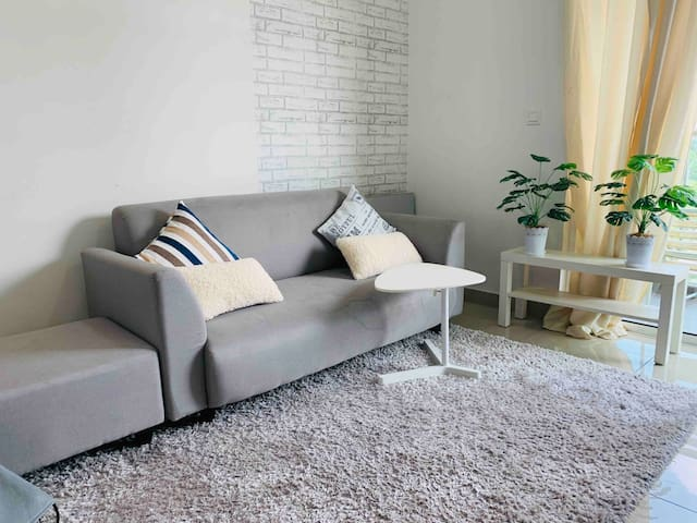 Cozy Relax Budget condo in city full furnished