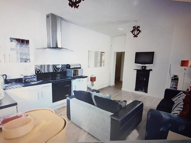 Sandbanks 2 bed Apt, Wi-fi, parking,3mins to beach - Poole - Pis