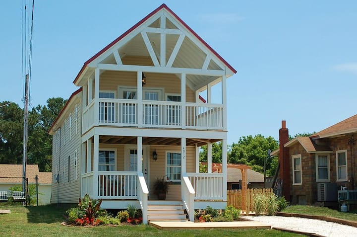 Sunny Claire-Beautiful Downtown Cottage w/Hot Tub
