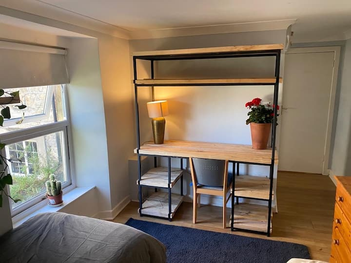 Double room ensuite , 10 min walk  to city center