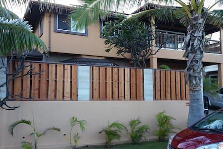 One block to beach..Free Parking. - Wailuku