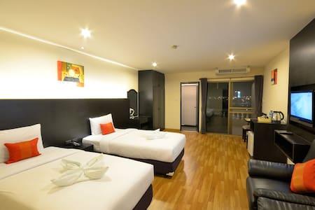 Twin Beds WIFI Service Apartment - Bangkok