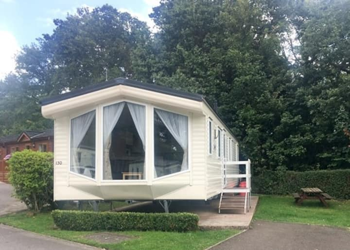Comfortable 3 bedroom Static Caravan by the sea.