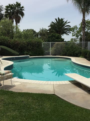 Charming Pool Cottage Centrally Located! - La Habra Heights - (ukendt)