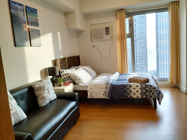 Homey condo w/ Manila Bay View in Malate w/Netflix
