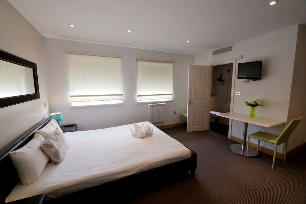Double Room For Couples To Rent In West London