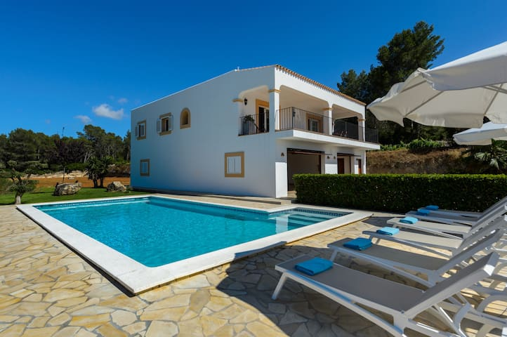"Beautiful Villa ""Can Roig"" with WiFi, Garden, Balcony, Terraces and Pool; Parking Available"