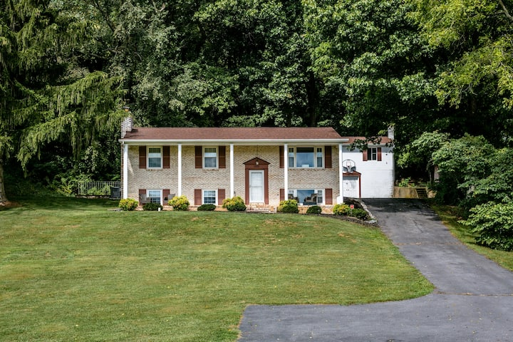 GEM OF THE VALLEY!!!! 3600 SF Home!!! 5BR, 3BA!!!!