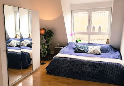 Rooftop room with own bathroom - Berlin - Apartment