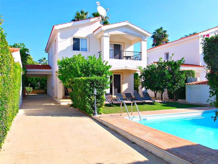 Coral Bay 3 Bed Villa - 5 Mins Walk to Beach