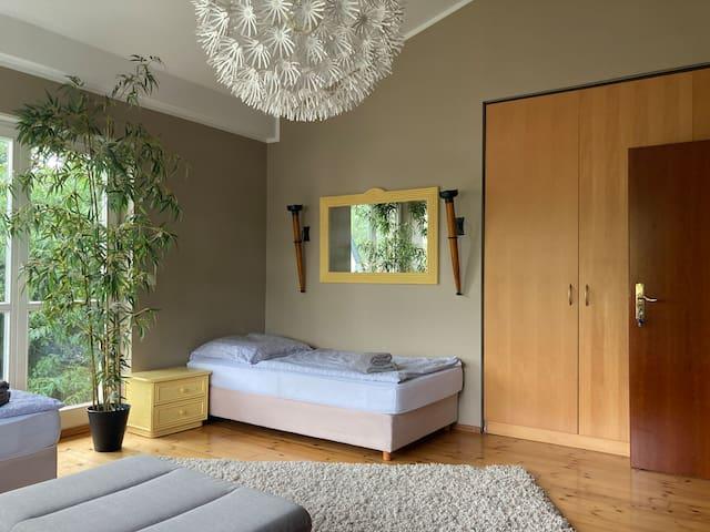 Zimmer mit drei Schlafmöglichkeiten