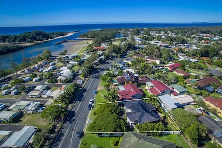 """Port Brunswick """"Suitable For Two Families"""" - Brunswick Heads"""