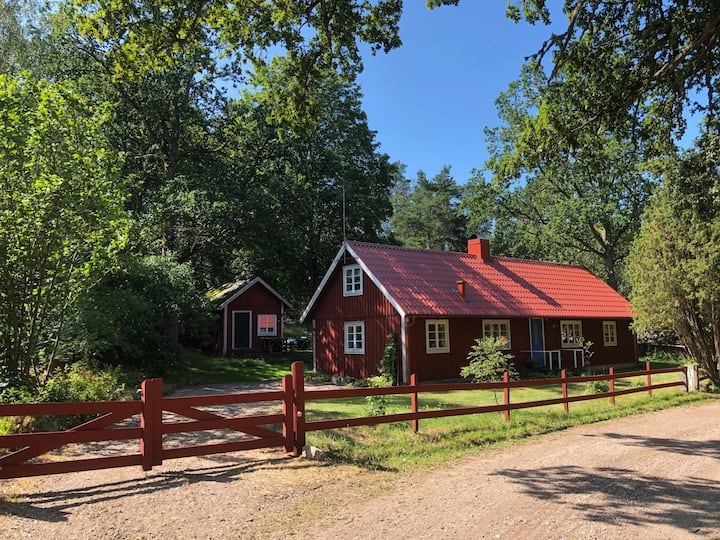 Cosy red cottage in beautiful surroundings