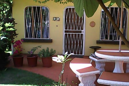 Cabin in garden of private home - Quepos - Cabin
