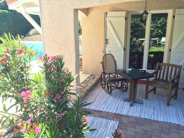 2 bedrooms, garden & swimming pool, private lounge - VIENNE - Bed & Breakfast