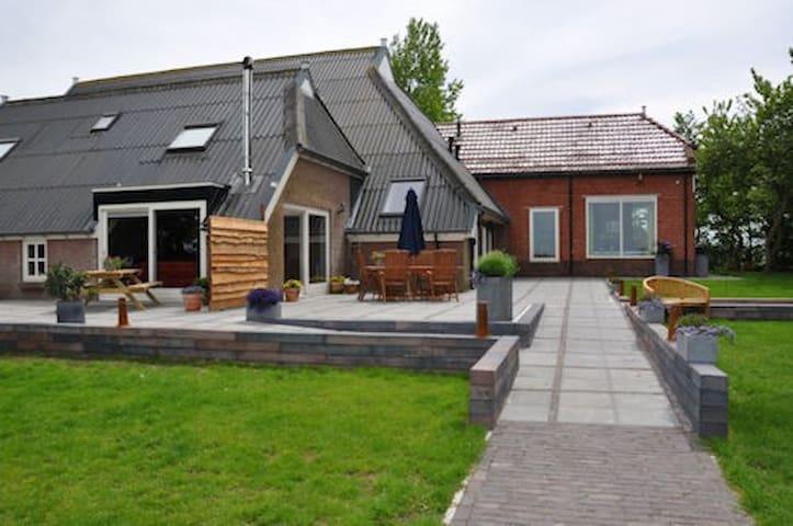Groepsaccommodatie Terraheerd 26-40p - Leens - Villa