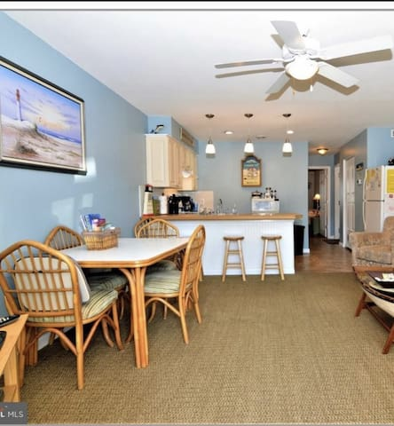 Water Front Condo w/Pool Short Walk to Beach
