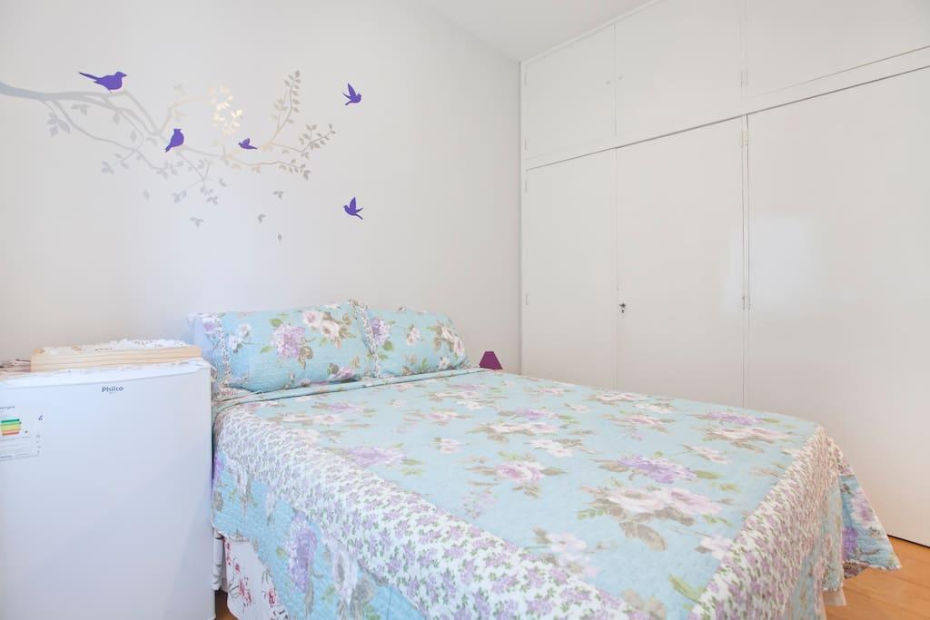 Quarto do Hóspede: TV, armário, frigobar e ar condicionado - Foto 1