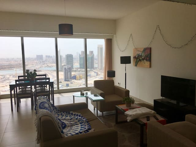 Amazing one bed apartment, views & location!!