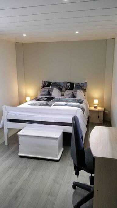 crolles meubl de 43m2 face aux montagnes appartements louer crolles auvergne rh ne. Black Bedroom Furniture Sets. Home Design Ideas