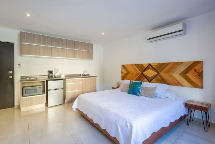 Modern Studio+10min from hotel zone/beach+WIFI+A/C
