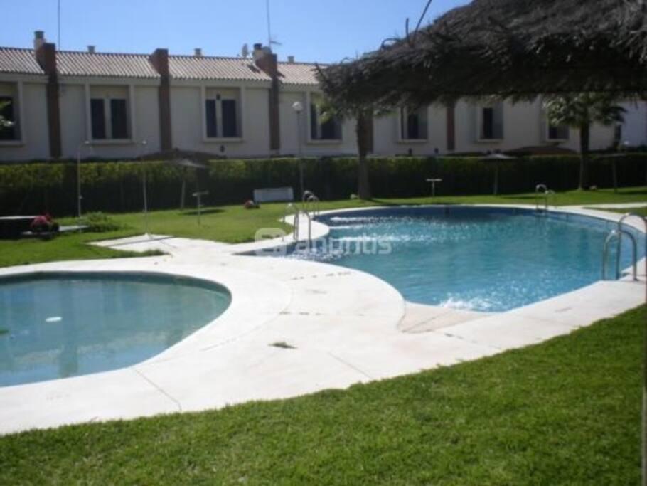 Precioso apartamento junto al atl ntico apartamentos en for Alquiler de casas con piscina privada que admiten perros