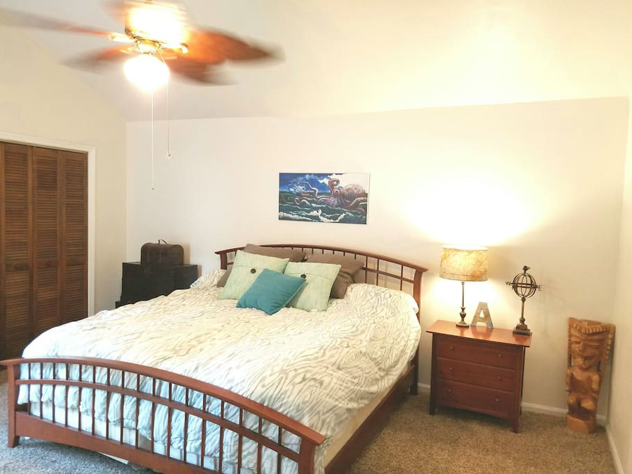 King size bed with awesome mattress.