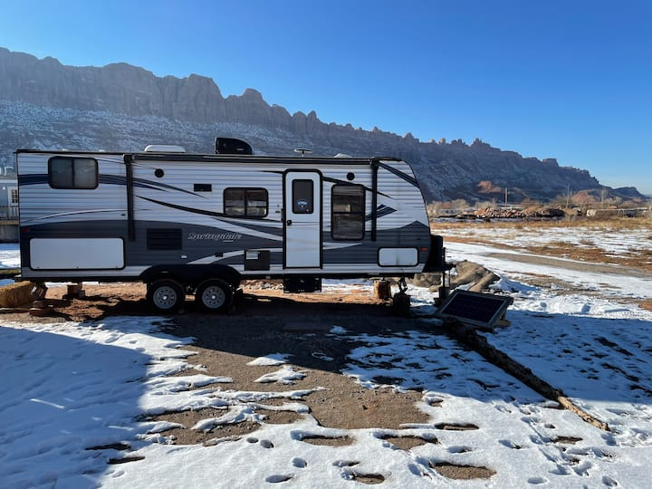 New! RV Adventure rental! Fully Loaded, Spacious!!