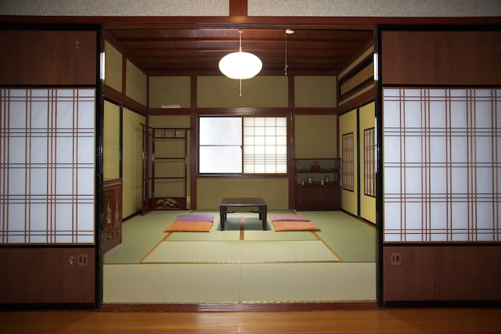 A quiet Temple Street House 麗~Rai