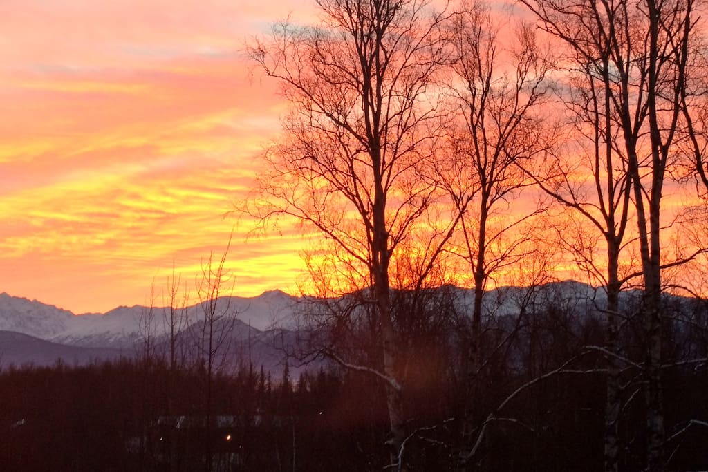 Sunrise view over the Chugach mountains