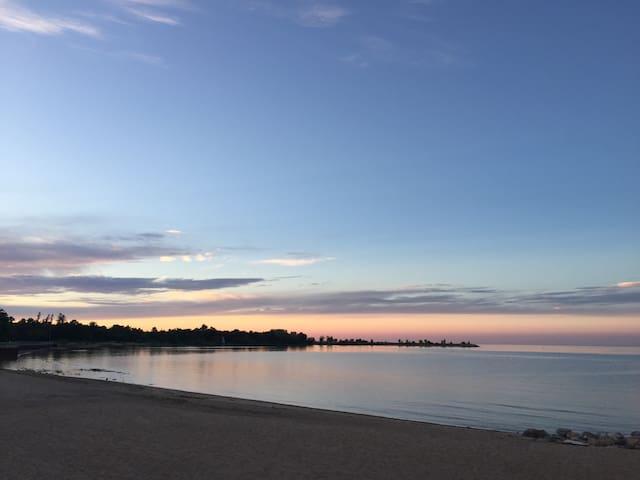 Winnipeg Beach All Season Cottage Home