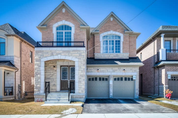 Brand new entire luxury 4600 SF home / 5 bedrooms.