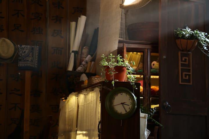 慢囤囤1号房:温州第一批历史建筑 纱帽河朱氏民居四合院loft小屋(整套独立卫生间)