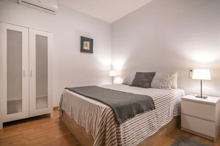 Exclusive and silent double room in city center !