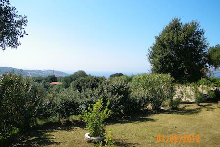 Appartement en rez de jardin dans résidence - Viggianello - Apartemen