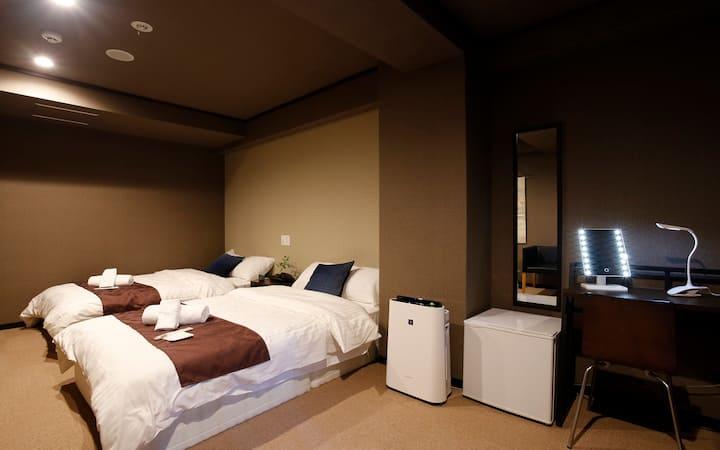 19☆寝心地抜群のベッドで旅の疲れを癒そう!広島駅近く。無料WiFi。観光やビジネスに◎