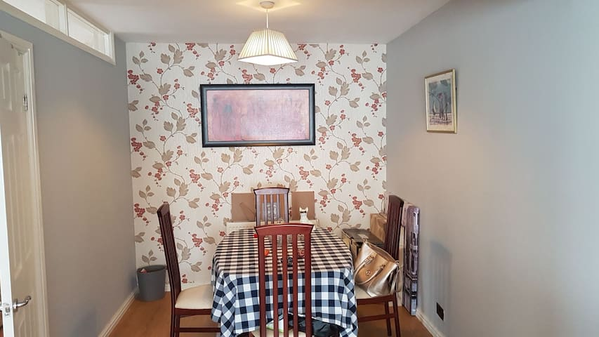 Lovely home,3mins to beach and Lancing green,cafe