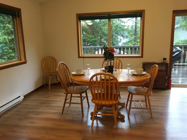 West Coast Cedar Suite