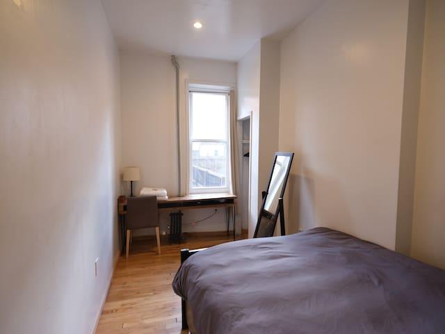 nice room in bedstuy A
