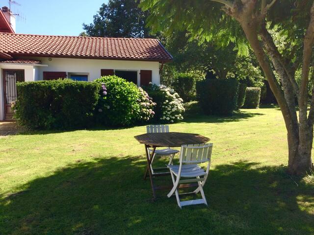 Agréable T2  dans maison + jardin - Bayonne - Haus