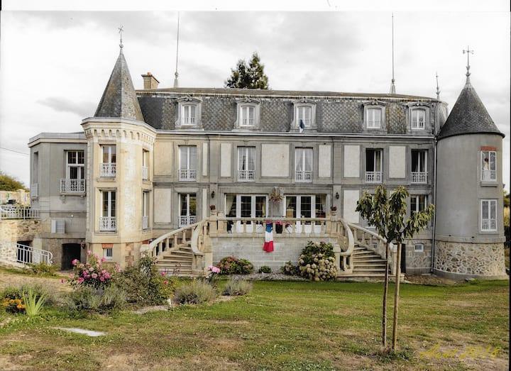 """Château de Fontvieille (Chambre """"panthère"""")"""