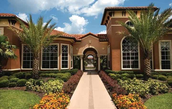 Beautiful Resort Condos Close to All Attractions!