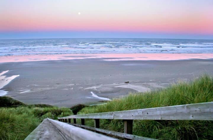 BEACH ESCAPE! THREE UNITS , POOL, PARKING