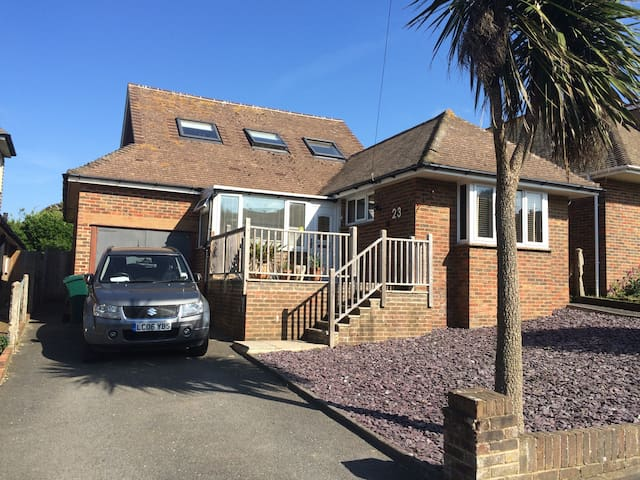 4 bedroom large family home - Saltdean - Casa