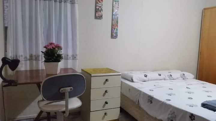 Sala/suite 35 m2.  Independente.  Metrô Morumbi