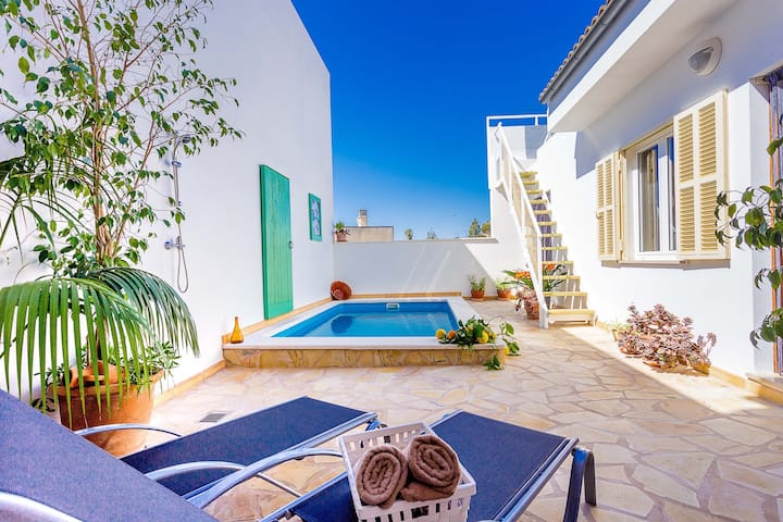 NEW! Cantino: Typical Majorcan house with pool