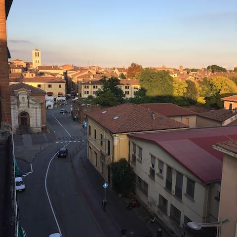 Ampia Camera con bagno in Centro - Ferrara - Apartamento