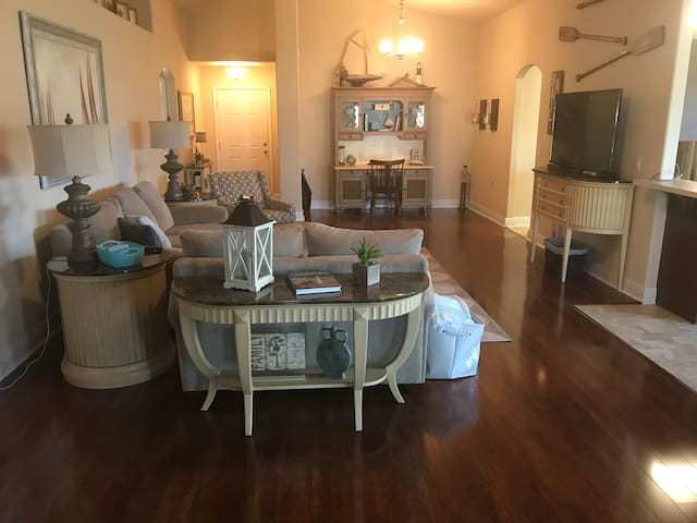 SHORT TERM FULLY FURNISHED WITH ALL UTILITIES