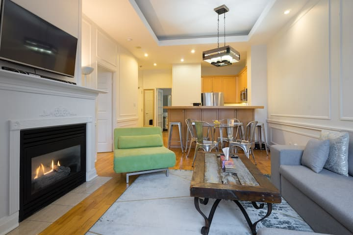 Cozy 2BR downtown condo steps to subway